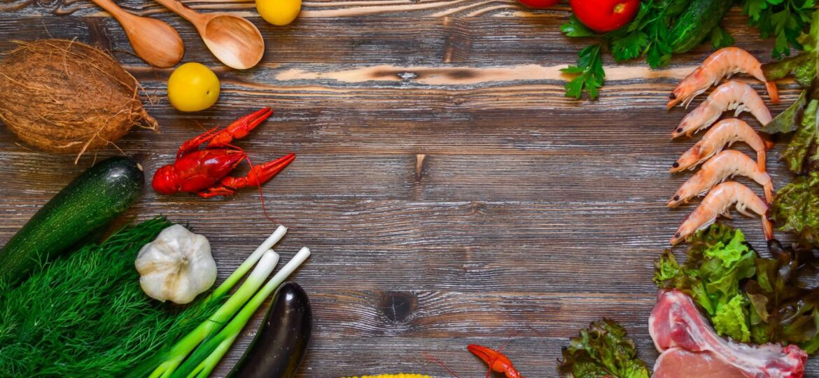 vegetables-and-tomatoes-on-cutting-board-255501